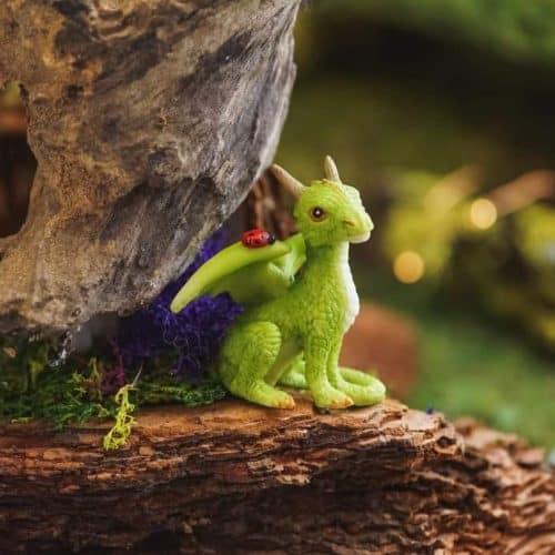 Sitting Dragon with Ladybug/Green