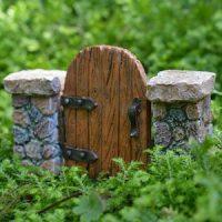 gate with pillars